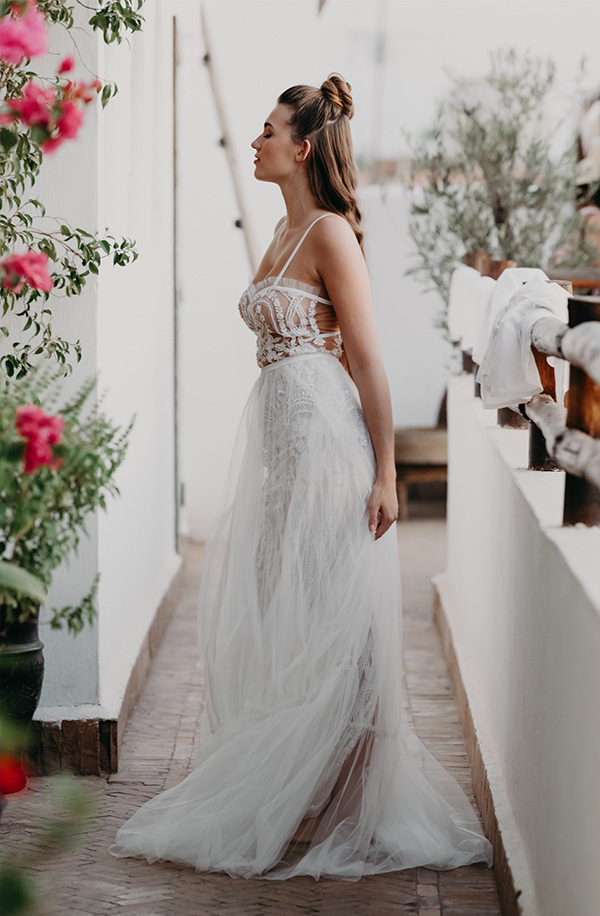 une femme en robe de marriée