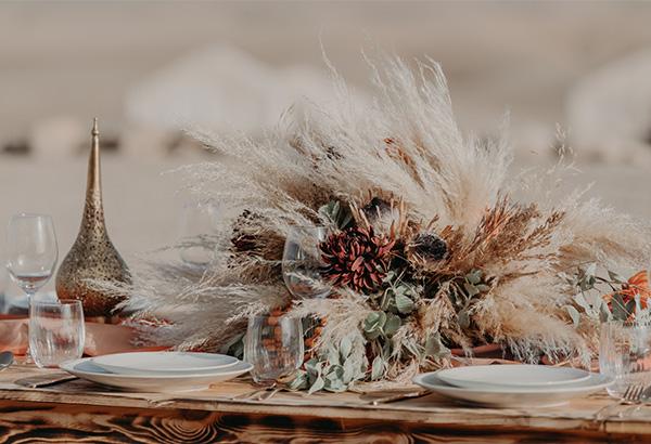 un bouquet de fleur sur une table